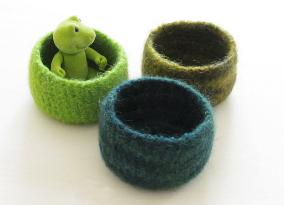 Green felted bowl / Three little bowls in spring by theYarnKitchen