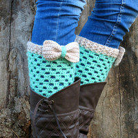 Discount / Vanilla Green Short Knit Boot Cuffs with bow. Short Leg Warmers. Crochet Boot Cuffs. Bow boot cuffs. Bow Accessory