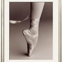 Black and White Image of Ballerina on Pointe