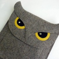 iPad sleeve - Owl in natural grey designer felt