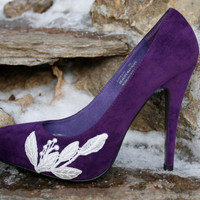 SALE Purple Heel With Lace Applique Size 7 by walkinonair on Etsy