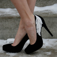 Black Heel With Lace Applique Size 8 by walkinonair on Etsy