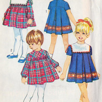 1970s Child&#x27;s Dress with Detachable Collar Vintage Sewing Pattern, Simplicity 8940 Girls Size 4