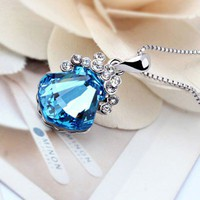 Sparkling Seashell Pendant with Swarovski Elements