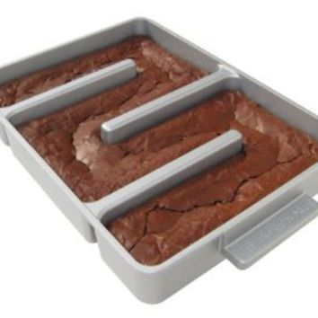 Baker`s Edge Nonstick Edge Brownie Pan: Kitchen & Dining