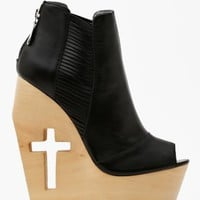 Slash Cutout Wedge