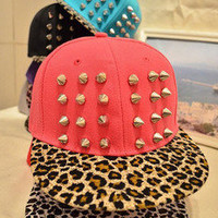 Leopard grain rivet cap hat