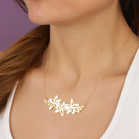 "Flower statement necklace, lilly necklace, gold statement necklace, metal jewelry, bridesmaid necklace, flower necklace, ""Langia"""