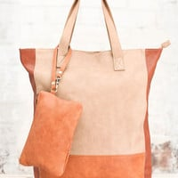 Shopping bag with purse in contrasting tone