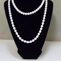 Vintage Milk Glass Necklace - White Facet Beaded Necklace - 1940s