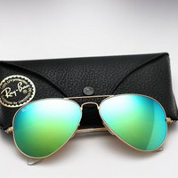 Ray Ban Aviator RB 3025 - Colored Mirror Sunglasses - Green