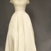STUNNING Vene 1960&#x27;s Lace Wedding Gown w/ Train VINTAGEOUS VINTAGE CLOTHING
