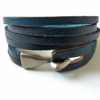 Men or women bracelet make of blue leather and by feihong2012
