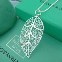 Argent Leaf Necklace