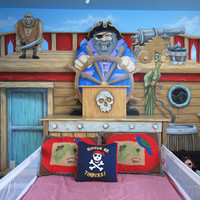 Graybeard's Scallywag Bed and Mural