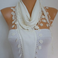 Off White Scarf  -  Pashmina Scarf  - Cowl with Lace Edge - White fatwoman - Bridesmaids Gifts