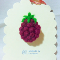 needle felted brooch - raspberry brooch - 100% merino wool - needle felted raspberry