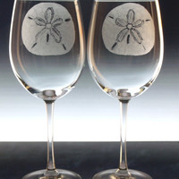 Sand dollar wine glasses , hand engraved wine goblets , beach decor, beach theme , gift ideas personlized