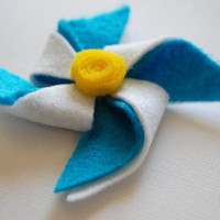 Turquoise and White Felt Pinwheel Hair Clip by PosiesandPetals