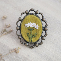 Hand Embroidery Flower Pin - Fantasy Border - Antique Brass - Queen Anne's Lace Inspired Flowers