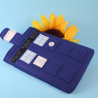 Doctor Who Tardis Kindle Keyboard EReader by bowlerhatbudgie