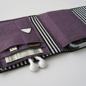 Nerd Herder gadget wallet in Beetlejuice iPod case by rockitbot