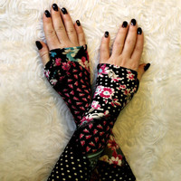 Black Elegant gloves mittens with vintage floral gloves by WearMeUp