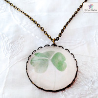 Clover necklace Botanical necklace Clover pendant by KandyDisenos