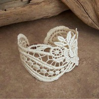 Lace bracelet ivory | StitchesFromTheHeart - Wedding on ArtFire