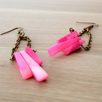 Triangle fuschia Earrings Pink and bronze earrings by KandyDisenos