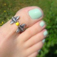 Toe Ring - Big Toe - Silver Metal Bees - Yellow Bead - Stretch Bead Toe Ring