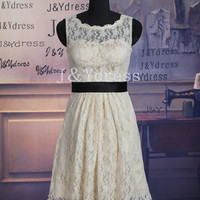 A-line Straps Scoop Neck Short Lace Bridesmaid Dress