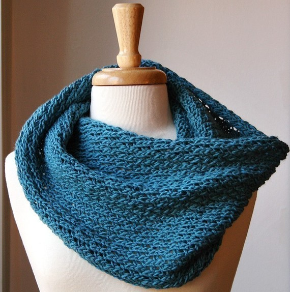 Knitting Pattern Infinity Cowl : Infinity Scarf Knitting Pattern - Bridget from AtelierTPK on Etsy