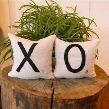 X O Scrabble Tile Inspired Hugs and Kisses by pillowhappy on Etsy