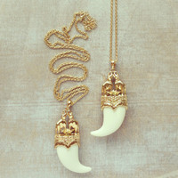 Pree Brulee - Mughal Elephant Horn Pendant Necklace - Cream White