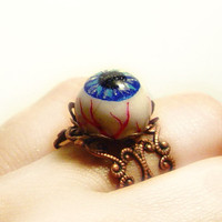 Eyeball ring polymer clay creepy / horror jewelry by UraniaArt