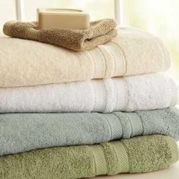 PB Essential 650-Gram Weight Bath Towels