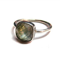 925 Sterling Silver Flashy Labradorite Gemstone by finegemstone