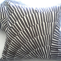 Trina Turk Sonriza Indoor Outdoor Decorative Pillow Cover, 20 x 20