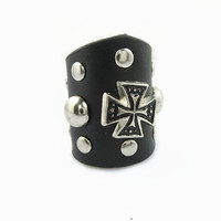 Beautiful Handmade Ajustable  Cross Rivets  Black  Leather Ring R1