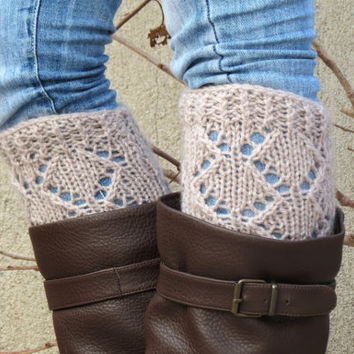 Vanilla Short Knit Boot Cuffs, Short Leg Warmers. Crochet Boot Cuffs, Vanilla Legwear, Boot Socks, Accessory Woman