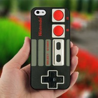 Nintendo Controller - Design for iPhone 5 Black Case