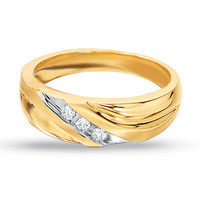 Men's 1/10 CT. T.W. Diamond Three Stone Wedding Band in 10K Gold
