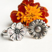 Flower Ring (2 different flowers to choose)