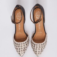 Margin floral studded pumps