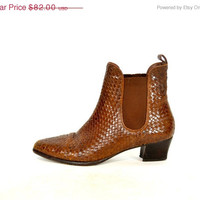 25% OFF SALE woven BASKET Weave brown leather Chelsea slip-on ankle booties, size 8 5.5 38.5
