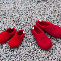 Red felted slippers set for Mom and Daughter » Craftori