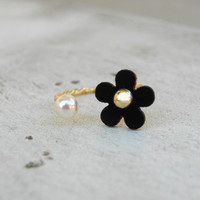 Floral and Pearl Ring [4752] - $8.00 : Vintage Inspired Clothing & Affordable Dresses, deloom | Modern. Vintage. Crafted.