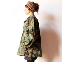 Camo Field Jacket US Army Airborne military surplus parka, boho hipster olive green camouflage coat worm in unisex fatigues original patches