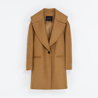 COAT WITH LARGE LAPEL